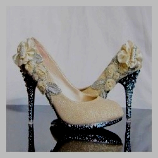 💙: Bling Shoes, Wedding Shoes, Stilettos Heels, Weddings, Wedding Heels, Flowers, Bride, Bridal Shoes, Fairies Tales