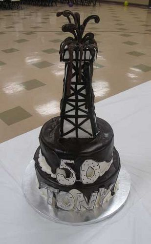 Oil Cake, perfect for a Petroleum Engineer... My perfect cake!!!... Oh god I'm in love with this one <3