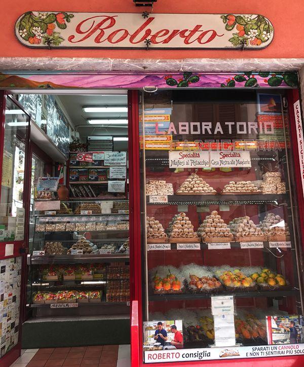 A doceria do Roberto: o melhor cannolo do universo 'mora' em Taormina
