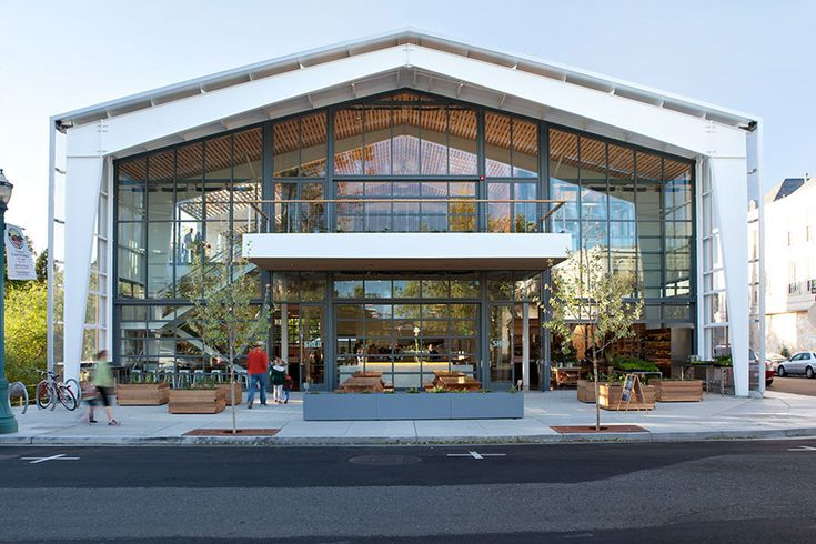The SHED is a must in Healdsburg. This beautiful building is home to a cafe, coffee bar and fermentation bar, housewares shop and community meeting room. They host workshops on food crafts, gardening and farming, sustainable living