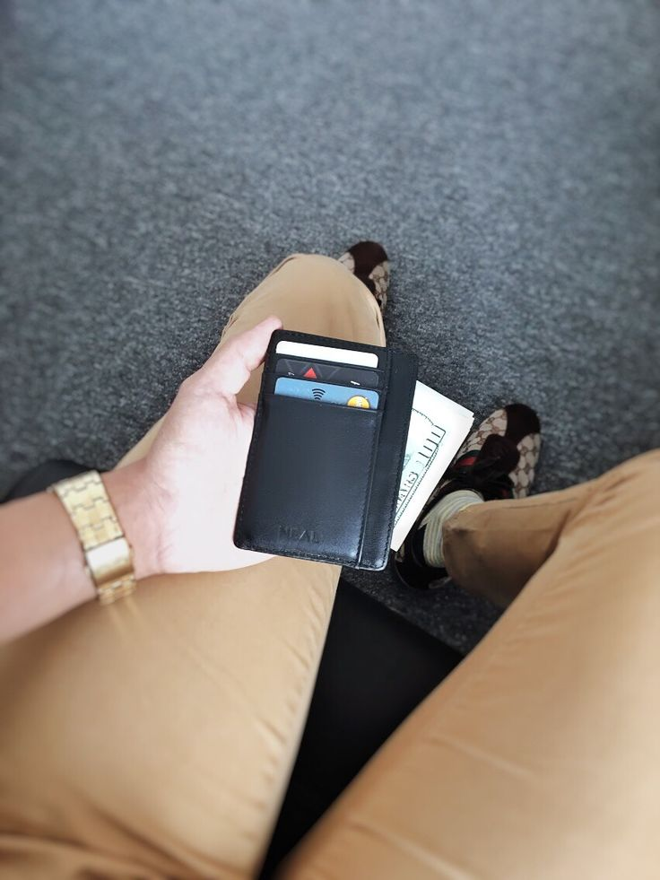 Your airport style is now updated by our wallet.  #SlimWallet #MinimalistWallet #FrontPocketWallet #LeatherWallet #GiftForHim #PerfectGift