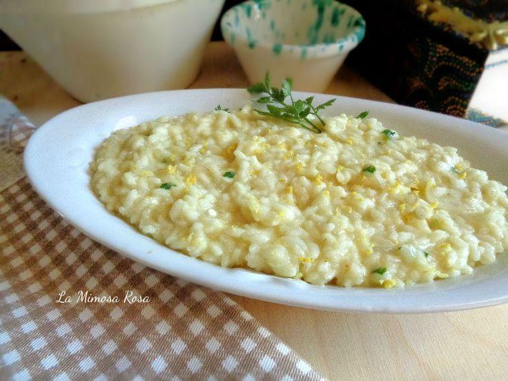 Il risotto allo yogurt e limone è un primo piatto davvero particolare, delicato nel gusto e davvero delizioso. Da servire caldo o tiepido, una golosità!