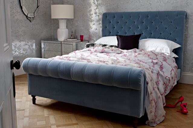 11 best images about detroit loft on pinterest tufted for Velvet bedroom designs