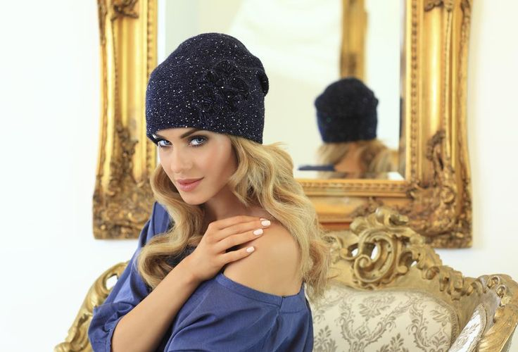 Bardzo klasyczna fasonem i kolorem czapka będzie idealna do wszelkiego typu stylizacji! Klasyka i elegancja zawsze tworzą zgrany duet :-)  Model: Beatrice (granat)