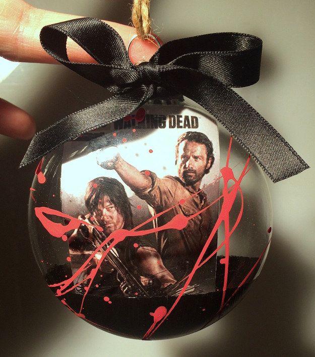 Badass Christmas Gifts Part - 22: BADASS Walking Dead Christmas Tree