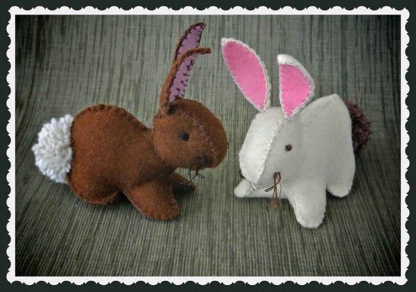 Lapin en feutre tout mignon. Les explications sont ICI : Felt Easter Bunny Template