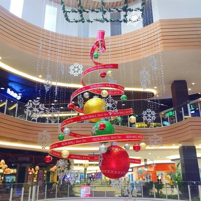 Atrium at aeon mall b nh t n decorative christmas for Decoration shopping