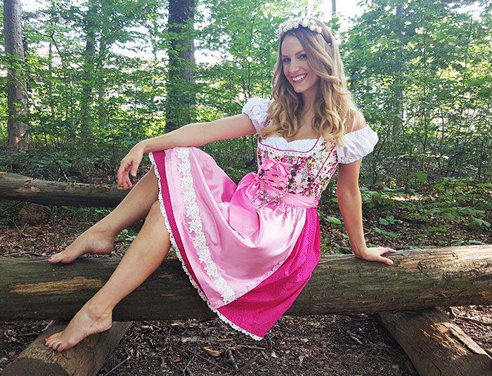 Sale 169.- statt 249.- Dieses Kleid bietet etwas ganz Einmaliges: Du kannstdie Schürze drehen und hastsomit ein Kleid, aber zweimehr..      S❤