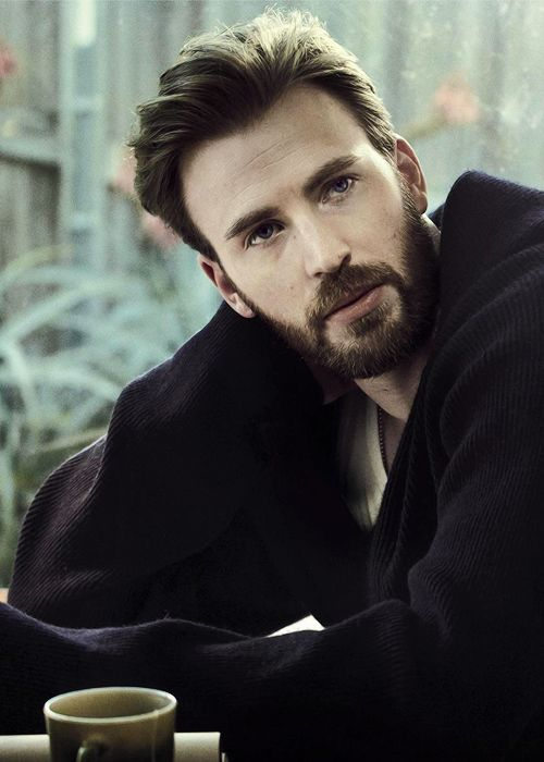 Chris Evans photographed for April's issue of Esquire (2017)