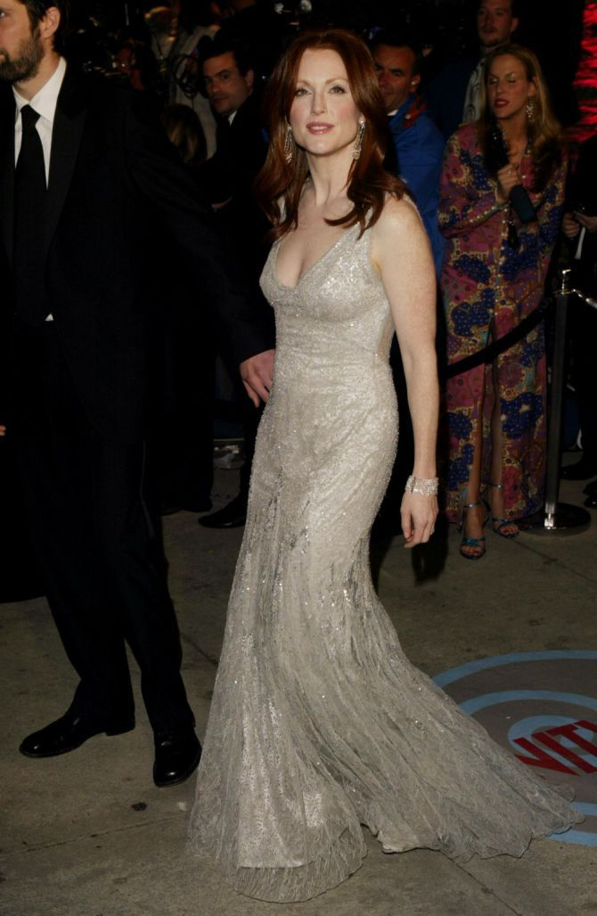 Julianne Moore in Versace at the 2004 Vanity Fair Oscar Party