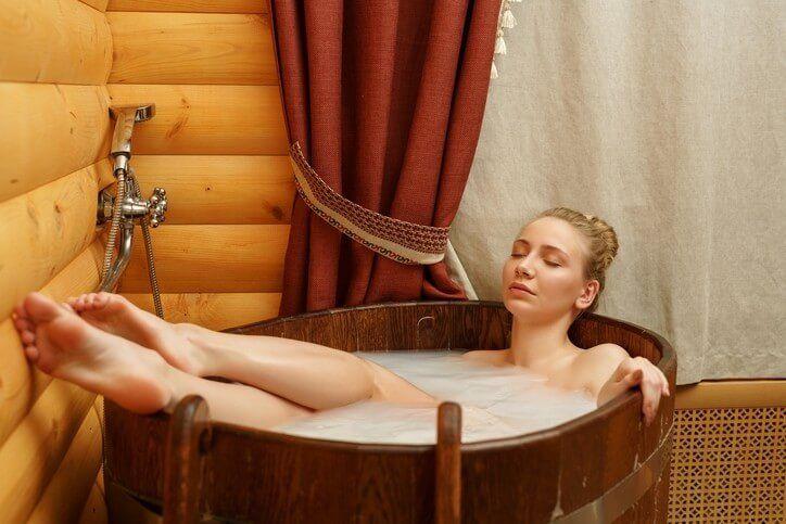 Koupel, která vytáhne toxiny z těla, zlepší funkce svalů, potlačí zánět a zvýší prokrvení
