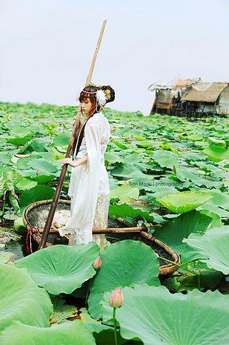 All sizes | Hanfu & Lotus | Flickr - Photo Sharing!