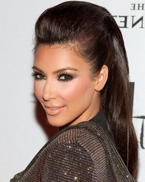 Kim Kardashian, the nice and natural look for her eyebrows.