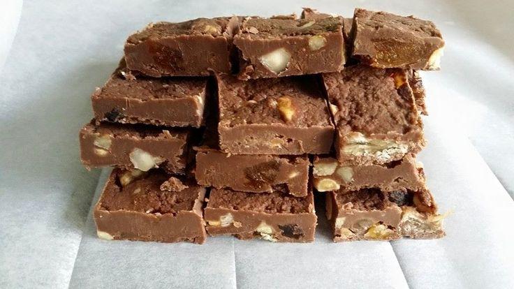 Milk chocolate fudge with raisins, marzipan and various nuts.