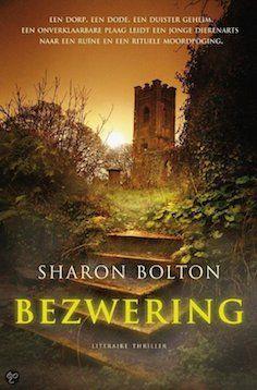 De anders zo rustige woonplaats van Clara Benning wordt opgeschrikt door een slangenplaag. Als dierenarts is zij de aangewezen persoon om de huizen van de dieren te ontdoen en het mysterie van de plaag op te lossen. Als Clara 's nachts in haar huis wordt aangevallen door een man wiens handen slijmerig aanvoelen, denkt ze hem te herkennen als een oude dorpsbewoner.