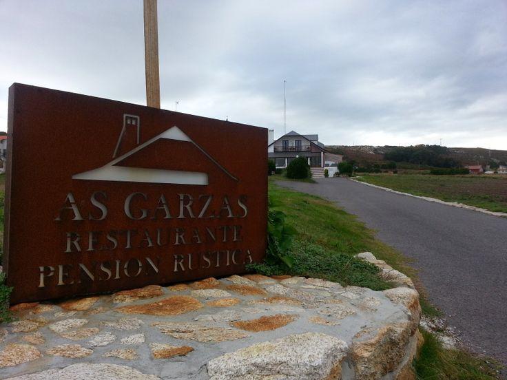 As Garzas. Magnífico restaurante (1 * Michelín) y pensión rústica (Malpica)