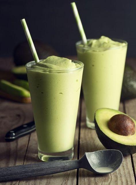 Här kommer ett otroligt gott, fräscht och mättande smoothie recept! Perfekt som frukost, mellanmål, eller när du bara är sugen på något gott. Avocado, ingefära och limesmoothie 1dl kokosgrädde/mjölk 1,5 dl vatten 1-2 msk lime 40 g fryst bladspenat 1-2 tsk riven ingefära 1 avokado 1 krm vani