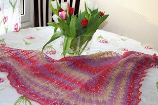 My lovely tulip shawl.