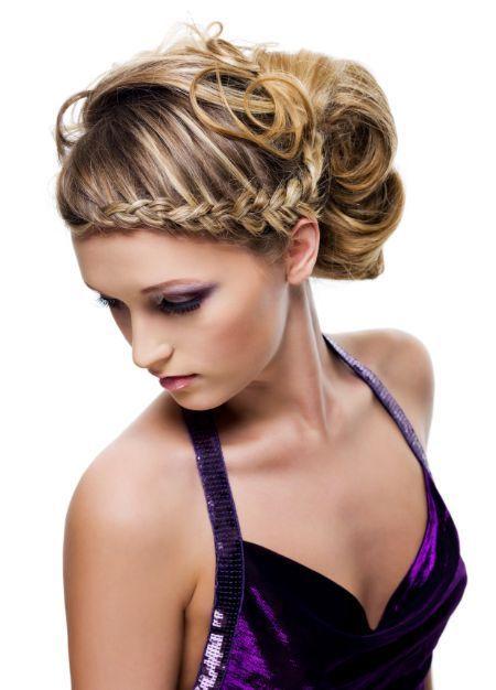 Femme Comment obtenir une coiffure glamour pour la mariée