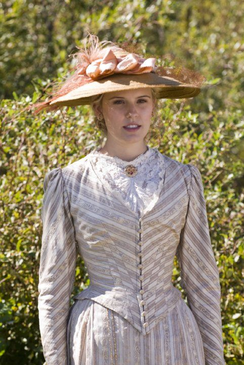 I picture actress Maggie Grace as Julie Larke in my novel The Golden Love