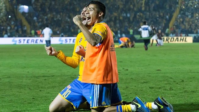 Andre Gignac and Javier Aquino of Tigres celebrate