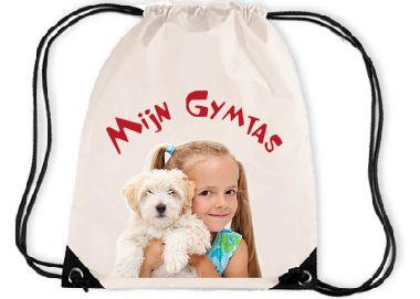 Kijk, de Gymtas voor die kleine meid.  Vindt ze altijd terug met haar eigen foto.