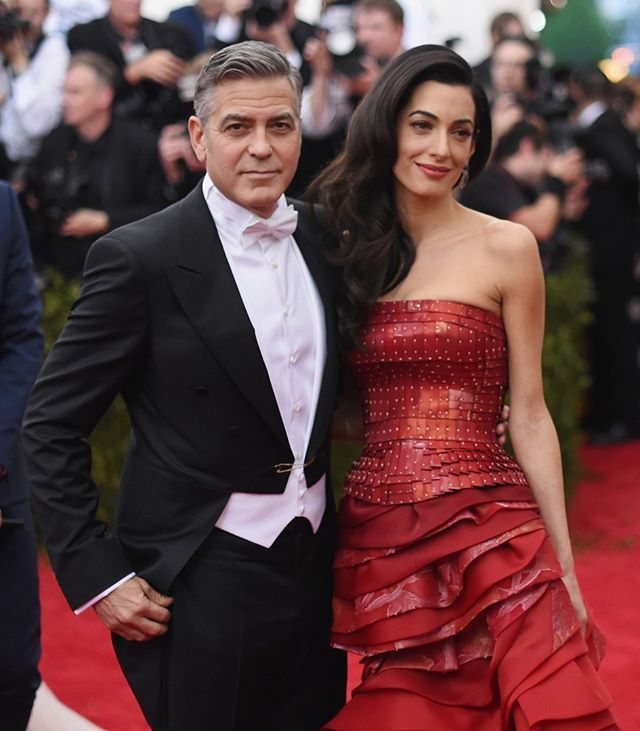 Beyoncé não é a única celeb que está grávida de gêmeos no momento viu!? Amal Clooney esposa de George Clooney está esperando dois bebês! De acordo com o TMZ a advogada casada com Clooney desde 2014 está esperando um menino e uma menina. Que boom de famosas grávidas né? Parabéns! Quer saber mais? Corre no link da bio!  via GLAMOUR BRASIL MAGAZINE OFFICIAL INSTAGRAM - Celebrity  Fashion  Haute Couture  Advertising  Culture  Beauty  Editorial Photography  Magazine Covers  Supermodels  Runway…