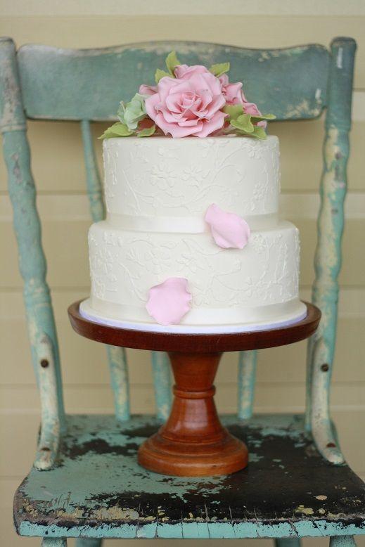 Vintage Bride ~ English Rose Wedding Cake by Love in a Cake Byron Bay [loveinacake.com.au] ~ #vintagebride