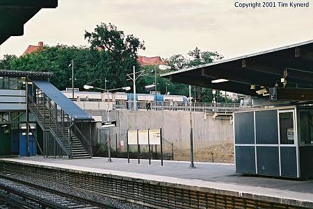 Liljeholmen, southbound platform and light rail car