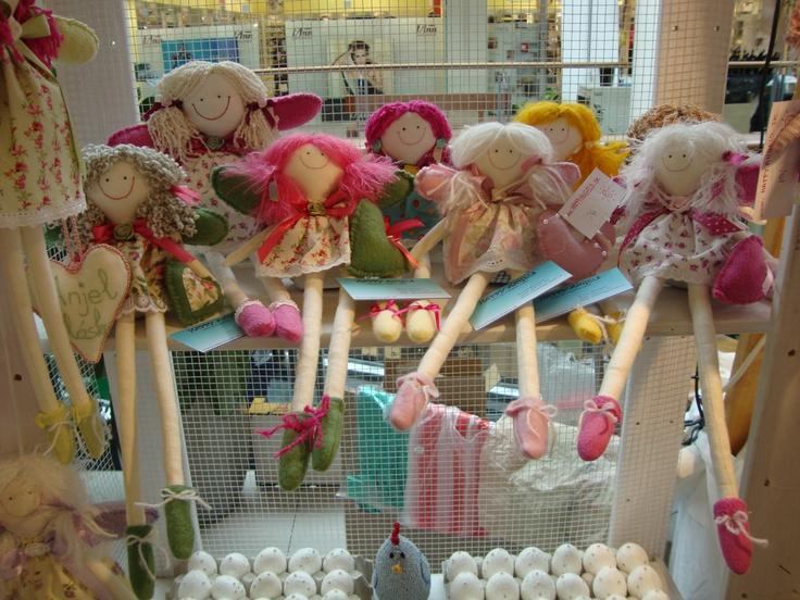 Ručne šité handrové bábiky.