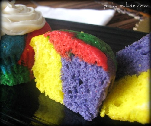 Rainbow Bright Cupcakes!! (this is on my to-do baking list!)