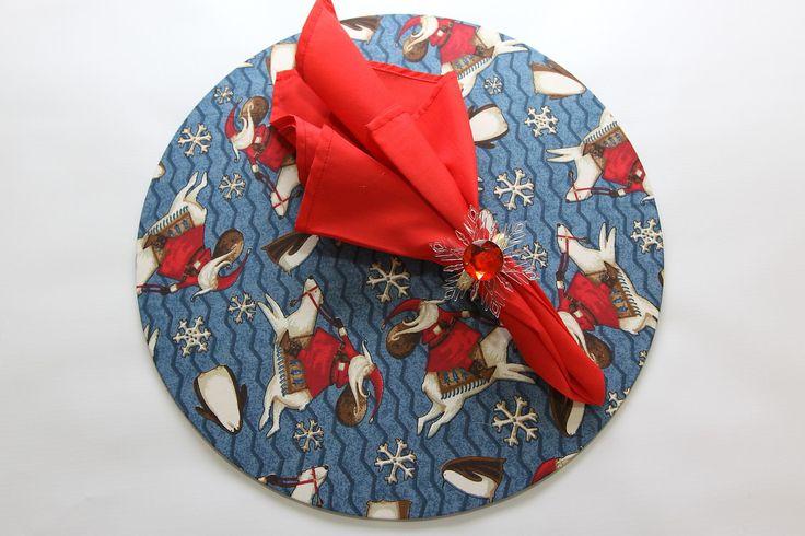 Conjunto de Sousplat em MDF com capa de tecido estampado removível mais guardanapo liso e anel