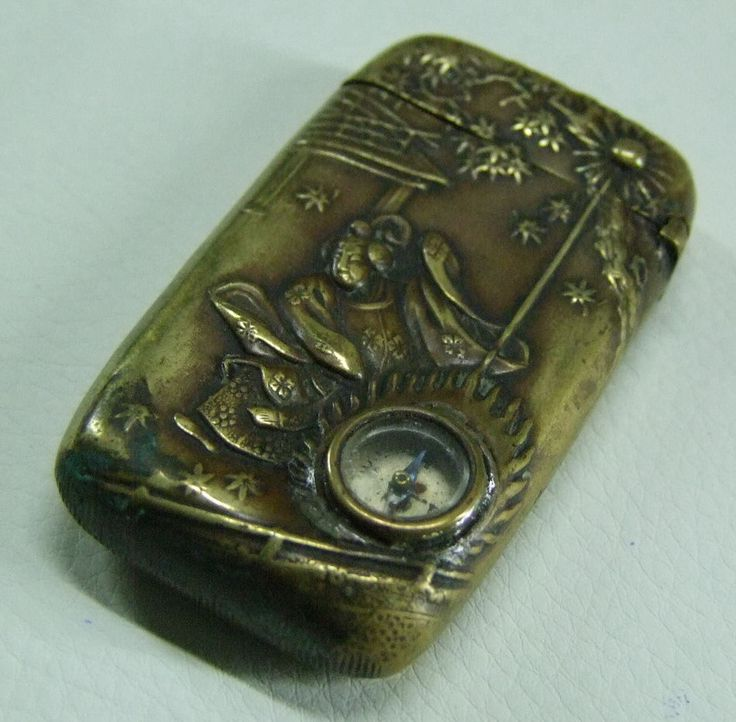 ANTIQUES BRASS JAPANESS VESTA CASE WITH CAMPASS (With