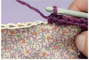 How to sew on a foundation stitch for crochet edge. I like this idea! Link goes to a Polish site, use Google translate.