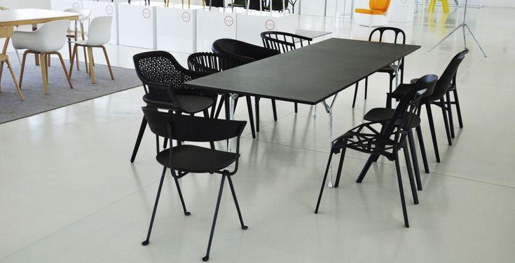 Tische und Stühle von Magis entstehen nicht nur aus einem intensiven Miteinander. Ihnen wohnt ein besonderer Geist der Gastlichkeit inne.
