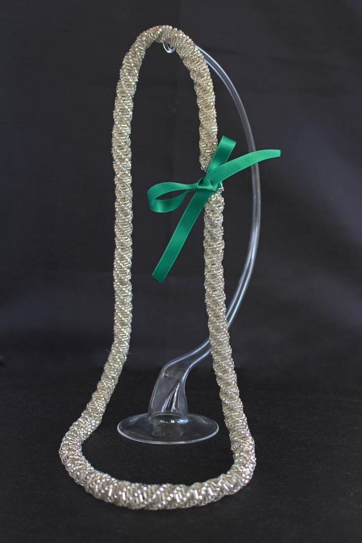 """Collana lunga, modello """"Charleston"""" , fatta a mano, ad elica, tipo DNA, intrecciata con pivette e perline color argento di patrizianave su Etsy"""