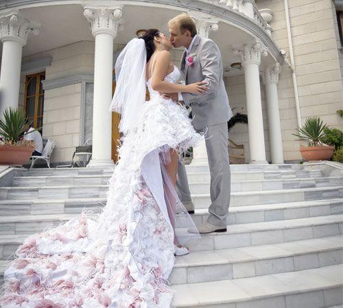 3 motivi per scegliere un abito da sposa corto davanti e lungo dietro!