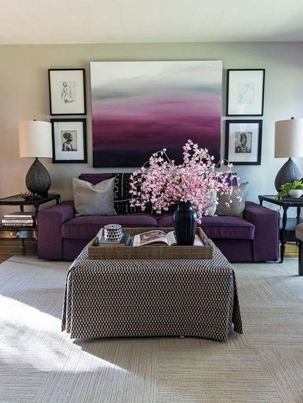 einrichtungsideen wohnzimmer lila und grau sofa tisch dekoideen wandart