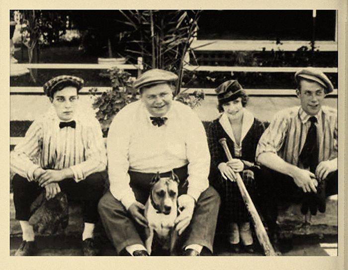 SilentComedians.com :: View topic - Rare on-set Comique pictures. Al, Roscoe,Buster,Alice,Luke.