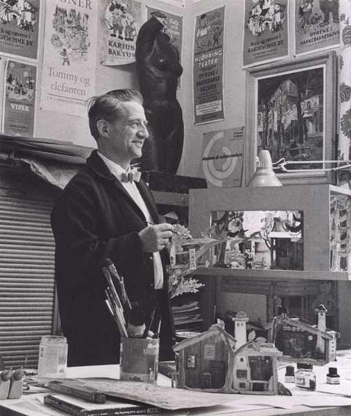 Thorbjørn Egner (1912-1990), um artista norueguês, escritor, poeta e compositor, pintor, desenhista, ilustrador, publicitário e editor de livros, trabalhando em seu estúdio.