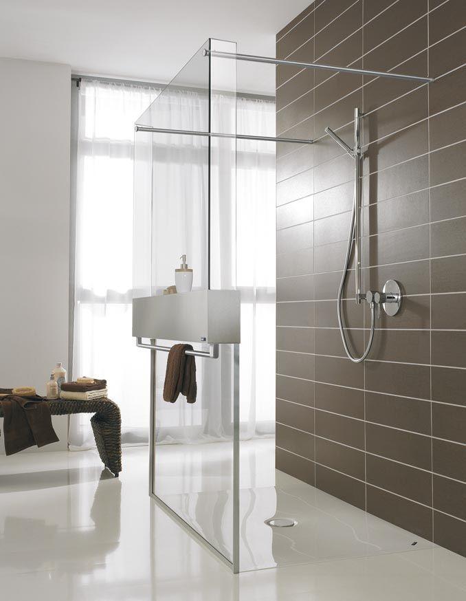 El diseño minimalista de Free Loft destaca por la transparencia de sus amplias superficies de cristal que le proporcionan a tu baño un aspecto limpio y exclusivo.