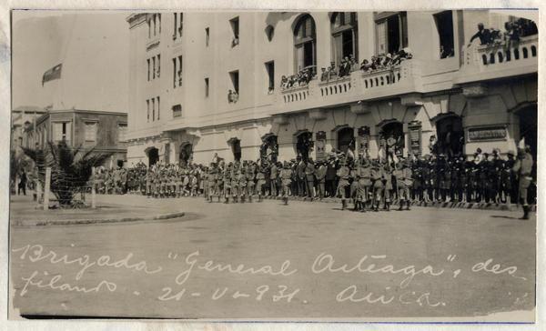 """Brigada """"General Arteaga"""" desfilando"""
