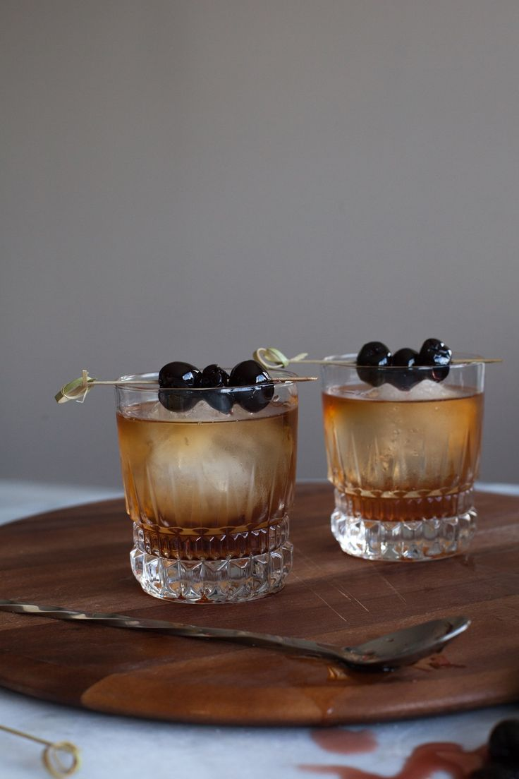 Classic Manhattan cocktail recipe with bourbon soaked cherries via @mystylevita [My Style Vita]