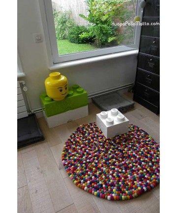 Väriä lastenhuoneeseen!    #HuopaPalloMatto #sisustus #lastenhuone #matto #pyöreä #värikäs