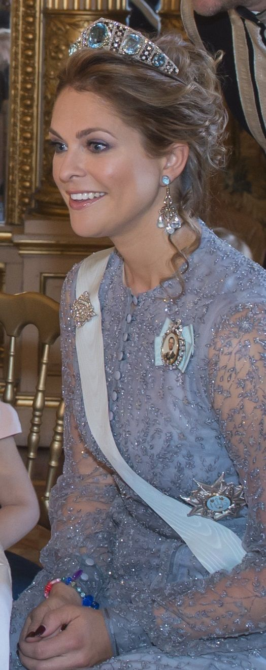 Royal Jewels of the World Message Board: Princess Madeleine chandelier aquamarine earrings