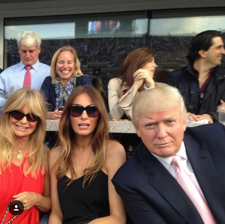 Goldie Hawn, First Lady Melania and President Donald Trump..= )