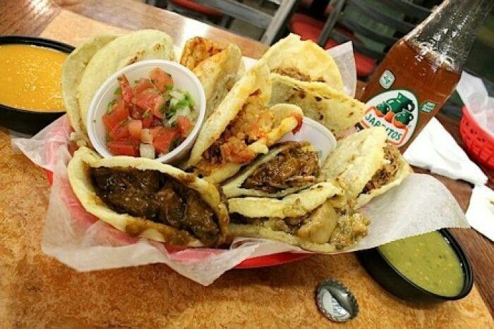 http://qricodonde.blogspot.mx/2015/09/q-rico-gorditas-de-guisado.html  Platillos típicos de México en el mes de la Patria  Aguascalientes  Gorditas de Guisado    En conmemoración de la Independencia de mi gran México, les presento el día de hoy un #platillo #típico de amplia gastronomía mexicana, iniciamos con las #famosas #gorditas de #guisado del estado de #Aguascalientes, espero les sea de su agrado y que Viva MÉXICO!!!!