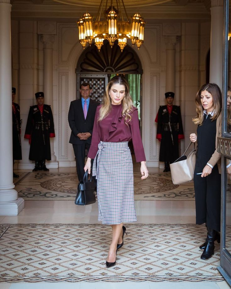 Queen Rania of Jordan shares a photo of her heading home after meeting with higher ministerial committee for the follow-up and implementation of the National Human Resources Development Strategy at the Royal Court on 20 November, 2016