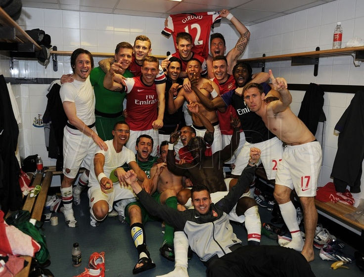The players enjoy the moment following the final whistle. Job done! #Newcastle v #Arsenal