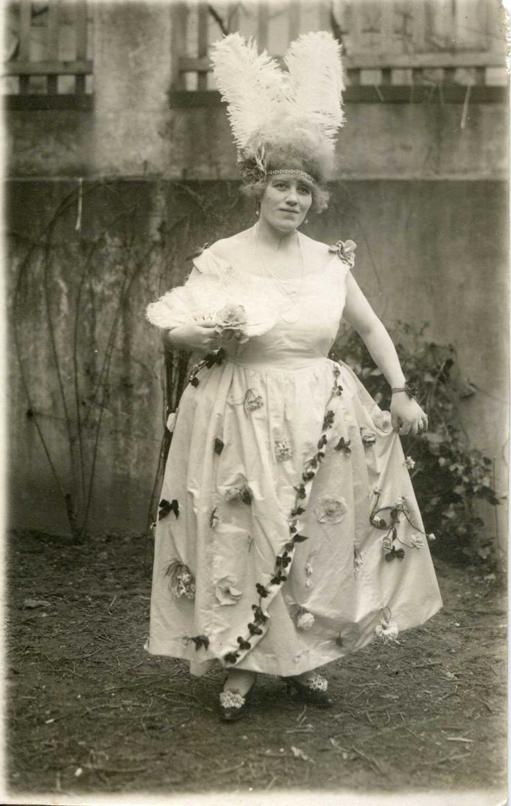 What a fabulous lady! No date .. 1910s/1920s?